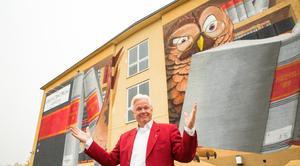 Håkan Sterner välkomnar till Arkivcentrum där det blir full fart på lördag.