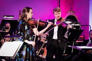Guro Kleven Hagen, violin, Eivind Holtsmark Ringstad, viola. Foto: Nikolaj Lund.