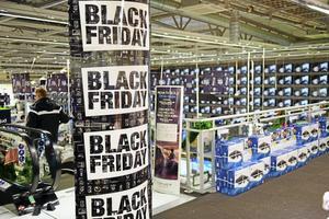 Att många handlare satsar på Black Friday är inte konstigt med tanke på hur tuff situationen är för handeln. Dagens skuldbeläggande konsumtionsdebatt är skadlig för attraktiviteten i våra stadsmiljöer.