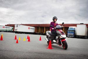 Förarbeviset för moped kommer att innebära att Tina Sperring blir mer oberoende och slipper be om skjuts när hon ska hälsa på kompisar eller åka till stallet.