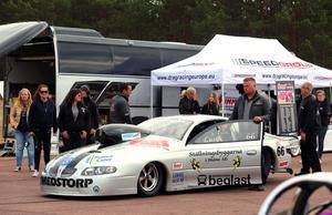 Mats Lusth, inför start. i sin  Pontiac,  632 CVI, 1000 hästkrafter +200  hk, växellåda, Powerglide tvåväxlars automat. drivmedel: lustgas, byggd av Reher Morrisson.