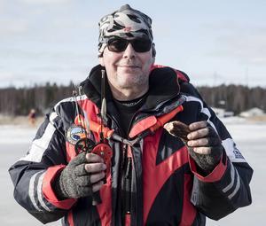 Lennart Rudbo, Sundsvalls sportfiskeklubbs ungdomsansvarige, är nöjd. Över 40 barn och ungdomar nappade på en kurs i sportfiske.