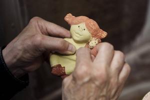 Pippi Långstrump är först ut bland de Astrid Lindgren-figurer som Lisa Larson skapat. Sedan kommer flera att följa.