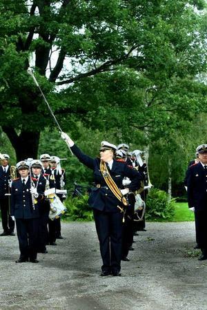 Hemvärnets musikår marscherade från Rådhustorget till Regementsparken och fortsatte sedan underhållningen med en konsert i paviljongen.
