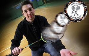 Borlänge Badmintonklubbs Kristofer Carlsson-Lindmark tog SM-silver i dubbel, det är klubbens första SM-medalj                     på 43 år FOTO OCH MONTAGE: STAFFAN BJÖRKLUND