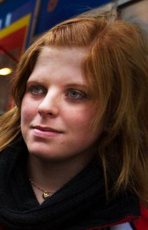 Emelie Backskog, 16 år, studerande, Skålan.– Ja, i modet är det mycket stora stickade tröjor och tights.