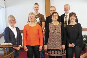 Påskkören som framträdde i Rönndalen i Enviken består av i bakre raden fr v Johan Halvarsson, Walters Börje Edenius och Jonas Pehrs. Framför dem står fr v Gunnel Zetterström, Mona-Lisa Björkman, Annika Enlöf och Maria Emanuelsson.