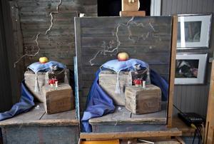 Allt som användes till att måla bröllopsgåvan till kronprinsessparet ska ställas ut i en stuga på biblioteket i Ockelbo.