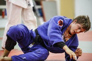 Victor Allansson är redo för sina första internationella mästerskap som junior. I dagarna gör han sina sista förberedande träningspass i judoklubbens nya lokaler vid skidstadion.