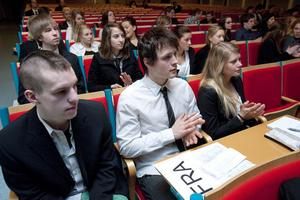 Eleverna var på förhand tilldelade ett land, som de fått läsa in sig på för att sedan argumentera för dess intressen.