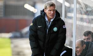 VSK-tränaren Johan Mjällby gläds över värvningen av Lolo Chanko.