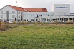 Svenska fönster AB tillverkar fasadfönster och sysselsätter cirka 750 anställda, var av de flesta i Edsbyn. Svenska fönster är en del av VKR gruppen.