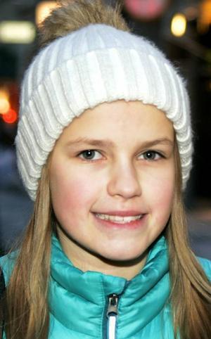 Ella Algotsson,11 år, Trångsviken:– Till exempel att man kan uppleva något med någon annan, att resa eller gå på bio. Själv gillar jag att få pengar ochpresentkort. Då kan jag bestämma själv.