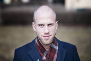 Carl-Oskar Bohlin anser att rektor inte har några bra skäl för att utreda en flytt till Falun.