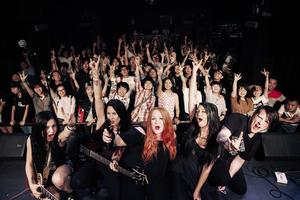 Northern Ladies live i Kina: Marie Strandberg, gitarr, Ida Strandberg, bas, Emelye Nurminen, sång, Cissi Larsson, trummor och Jimmy Jonsson, gitarr.