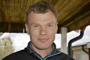 En av ledarna. Lars-Åke Ledskog, kassör i Åsbro jaktskytteklubb.