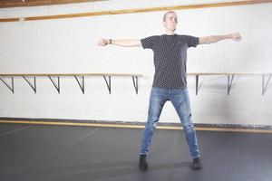 Erik Skoglund brinner för modern dans.