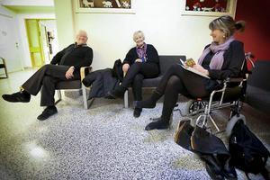 På grund av halkan blev det rullstol och akuten i stället för ett vanligt arbetspass för barnmorskan Birgitta Berglund från Östersund. Linnéa Lundemo från Lillsjöhögen hade sällskap av maken Åke för kontroll av axeln hon slog ur led 16 december.