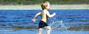 Josef Harja från Älvkarleby gillar att bada.