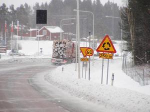 Hastigheten är höjd i Krokomsrondellen, från 50 till 60 kilometer i timmen. Ett beslut som många trafikanter nu reagerar på.