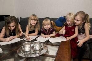 Tindra, 9 år, Isabelle, 7 år, Lovisa, 2 år, Linnea, 4 år och Felicia 11 år vill gärna ha en mormor som tycker om att baka.