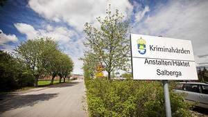 Anstalten i Salberga behöver ett hundratal sommarvikarier för att hålla igång verksamheten när ordinarie personal går på semester.