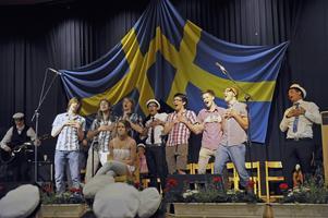 Kören körde hårt i aulan vid Hahrska, Wijkmanska, Tranellska, Widenska och Frimanska gemensamma avslutning.