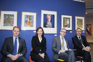 På en av väggarna i det speciella utrymme Bengt Helins samling fått på Stockholms Auktions hänger fem akvareller på rad. I stolarna sitter, från vänster, Niclas Forsman, Anna Hamilton, Andreas Rydén och Marc Maurie.