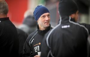 Foto: Rikard BäckmanElitseriens äldste spelare är redo för en ny utmaning – nummer 81 Stefan Larsson laddar om i mästarlaget Edsbyns IF.