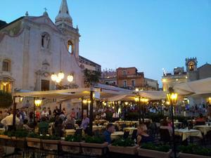 9 april-torget i Taormina.