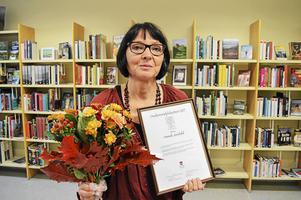 Anneli Jordahl på centralbiblioteket i Strömsund där prisutdelningen ägde rum 2 september.