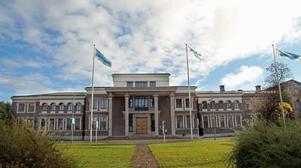 Från den här byggnaden på adressen Storgatan 2 flyttar Sandvik sitt huvudkontor. Nu blir det i stället huvudsäte för Sandvik Materials Technology, SMT.