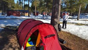 För Fabian Hästbacka och Nicklas Johansson var det inte extremt nog med 20 mil på skidor. De övernattade i tält också.