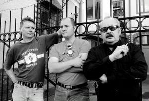 Jan Öhrlund, Per Bertlin och Urban Bergman spelar i rock n' roll-coverbandet No Mercy, som just spelat in en demo med eget material.