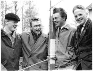 Kanske var det så det började. LT:s  dåvarande sportchef Sven Hall tog den här bilden på Rörösjöns IK:s unga styrelse 1957. Från vänster Leif Einebrant, Stig Göransson (senare kommunalråd), Bo Mårtensson samt ordföranden Thord Eric Nilsson (inte fyllda 16). En ung tjej, pingisesset Irja Liljefelt, 15, saknades på bilden.