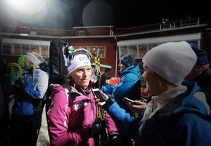Norskan Tora Berger intervjuas av norsk media.