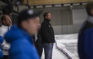 Patrik Larsson tränar Ljusdals BK även säsongen 2016/2017.