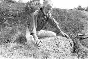 Sture Ohlsson var fascinerad av det bokbål som brändes av Ersk-Jansarna i Tranberg mellan Alfta och Edsbyn. Han gjorde senare en resa till Bishop Hill i USA i emigranternas spår.