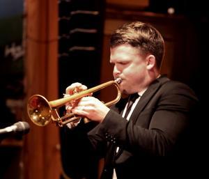 Karl Olandersson visar med sitt spel i trion Trinity varför han är den svenska jazzens golden boy.