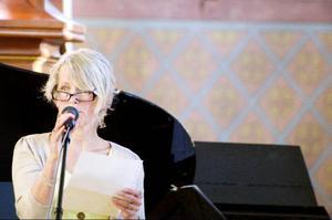 Bergs kulturchef Gunhild Åkerblom, som dagen till ära glömt sina läsglasögon hemma och fick låna ett par av en kollega, fick hoppa in som högtidstalare i stället för landshövding Britt Bohlin.