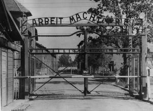 Kom ihåg Auschwitz. Förintelsen är ett skrämmande bevis på vad som kan hända om vi inte håller diskussionen om alla människors lika värde vid liv, skriver Agneta Berliner och Stefan Sturesson. Foto: Scanpix