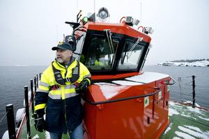 I dag är det Bengt Öhgren som jobbar ute och tar emot lotsen. Fortfarande körs sommarbåten men vid isigt vinterväder finns även den mer robusta tjänstebåt 759 att tillgå.