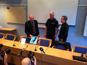 Medieintresset var stort när åtalet presenterades vid en presskonferens i Falun.Från vänster åklagaren Niclas Eltenius, polisens presstalesman Sven-Åke Petters och it-forensikern Eric Marsh.