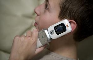 NÄR ÄR DET DAGS? Yngre och yngre barn använder mobil. Men när är man egentligen för liten?