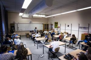 Elever som sitter längst bak i klassrummet kan ha svårare att uppfatta vad som sägs när det handlar om hörförståelse på engelska.