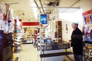Under fredagen arbetade Elsie van Cotthem sitt sista pass i Ica-butiken i Föllinge – som slår igen. Var hon och hennes kollegor arbetar i framtiden är högst oklart.
