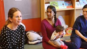 Verksamhetschefen Anna Libietis har åkt upp från Stockholm. Till höger sitter Gävles initiativtagare Sureka Jayawardena.