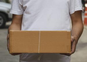 Om inte paketen kommer fram som utlovat kan du i vissa fall ha rätt till ersättning. Foto: Shutterstock
