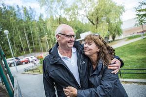Kenneths sambo Elisabeth har varit ett stort stöd för Kenneth under hela tiden. Nu anordnar de Hjänruset ihop.