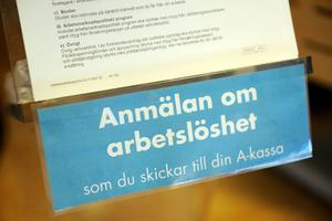Regeringens mål är att Sverige ska ha lägst arbetslöshet i EU år 2020. Det kräver i sin tur knappt 500000 nya jobb. Men de skarpa förslag som ligger på bordet inför vårpropositionen leder i fel riktning. Att göra det dyrare att anställa ungdomar när vi samtidigt ser en hög ungdomsarbetslöshet är ett tydligt exempel, skriver företrädare för Svenskt Näringsliv.